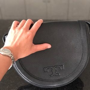 Tory Burch 'Serif T' Leather Saddle Bag